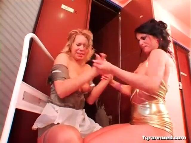 Lesbian Pussy Eating Shower