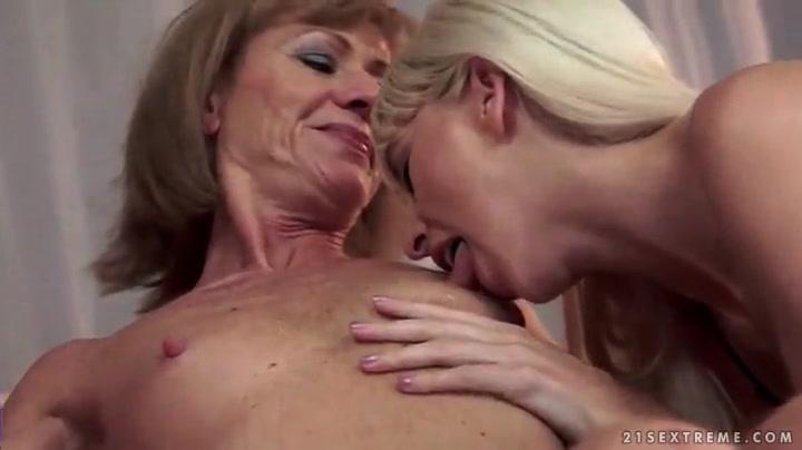 Teen Girl Show Tits Solo