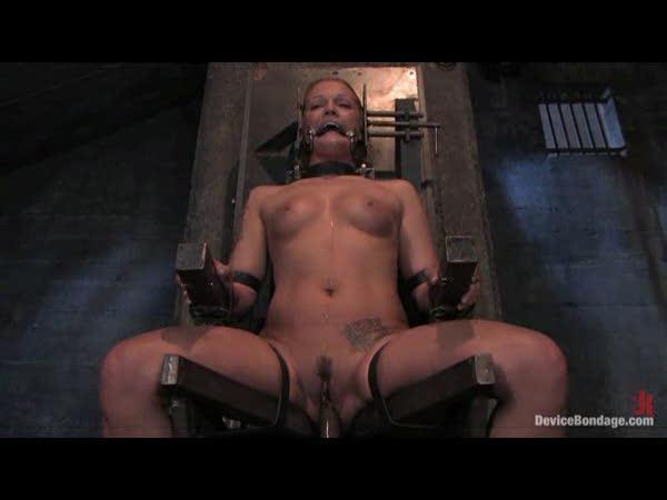 Sologirl in bondage