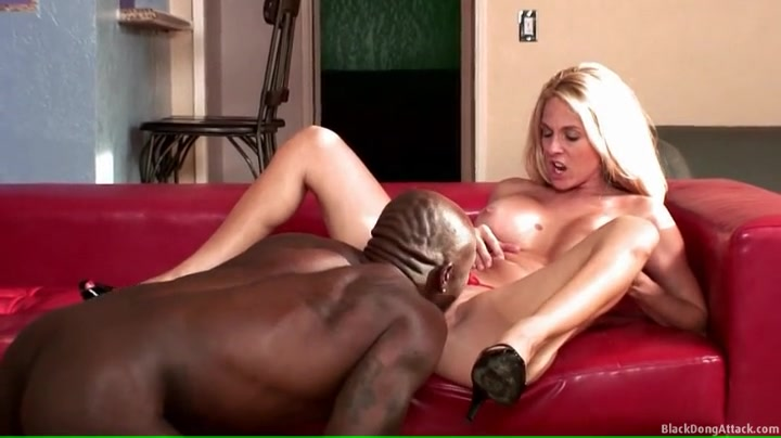 Young Black Teen Eating Pussy