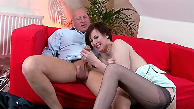 Big inches for a hot amateur with natural jugs