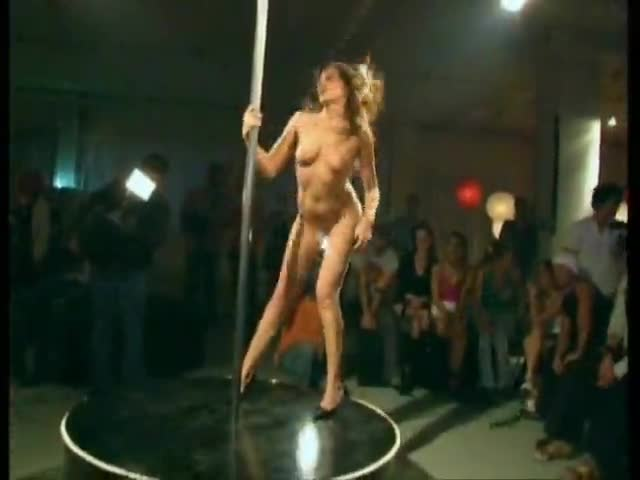 Well Nude pole dancer